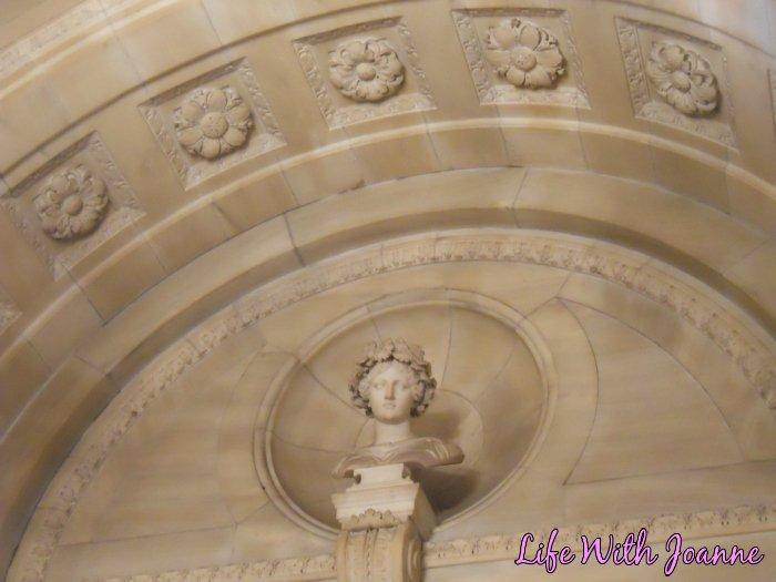 NY Public Library statue